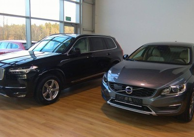 Dwa auta marki VOLVO - oba 75% przyciemnienia.