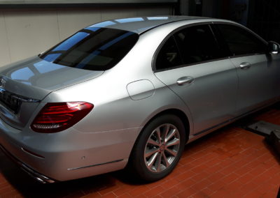 Mercedes 80% przyciemnienia.